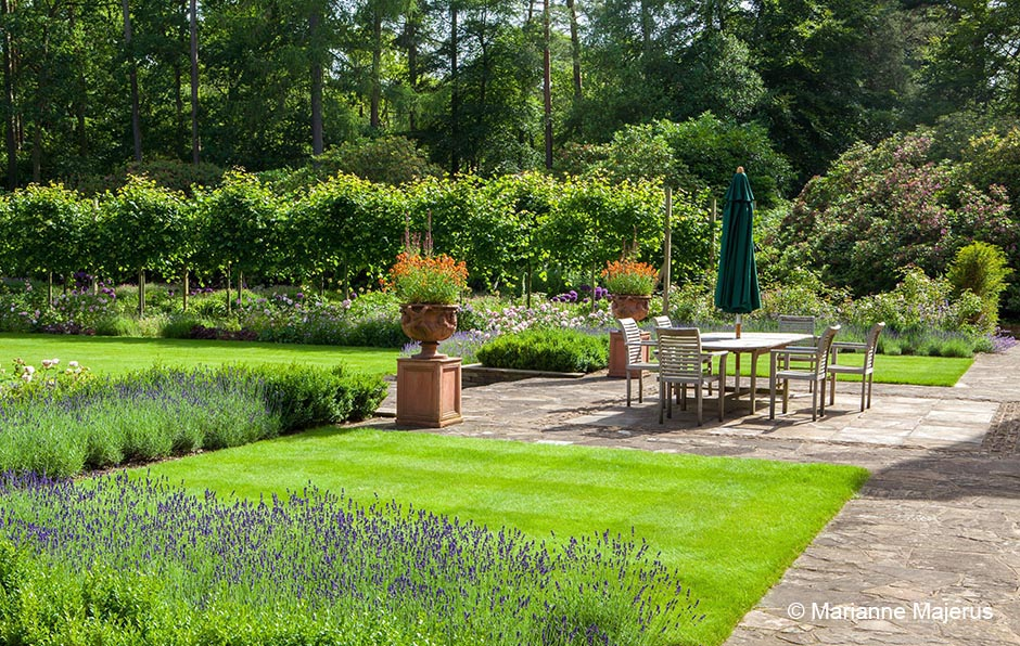 Acres Wild Edwardian Elegance Lawn Area
